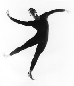 Photograph by Bob Cato; from the Dance Division, New York Public Library for the Performing Arts, Astor, Lenox, and Tilden Foundations.