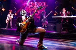 Alex Brightman as Dewey, and the kid band from School of Rock-The Musical Photo by Matthew Murphy